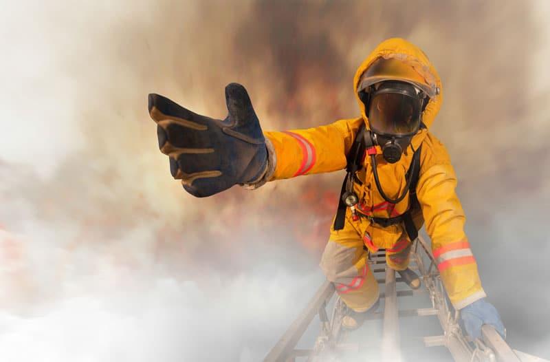 pompier masqué sauvetage risqué